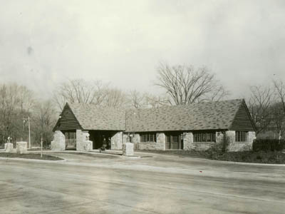 Gas station, restaurant and comfort stations, Briarcliff Wells, on the Bronx Parkway Extension [Taconic Parkway], 1930 (P-1033)